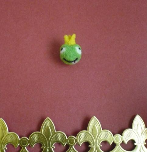 prince-grenouille-perle-laine-cardee.jpg