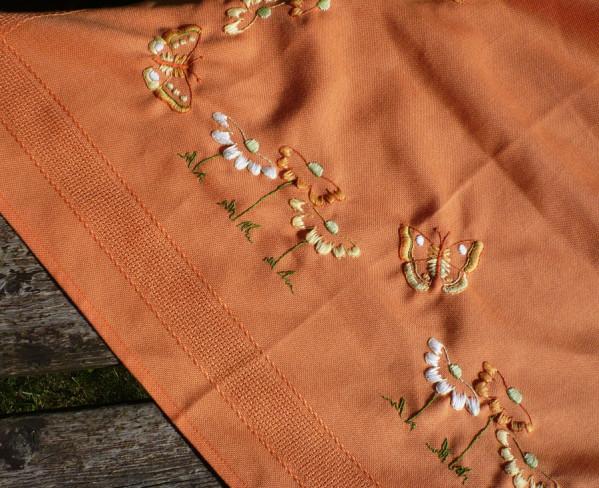 nappe-brodee-orange-papillon-2.jpg