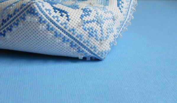 biscornu-zoom-bleu.jpg