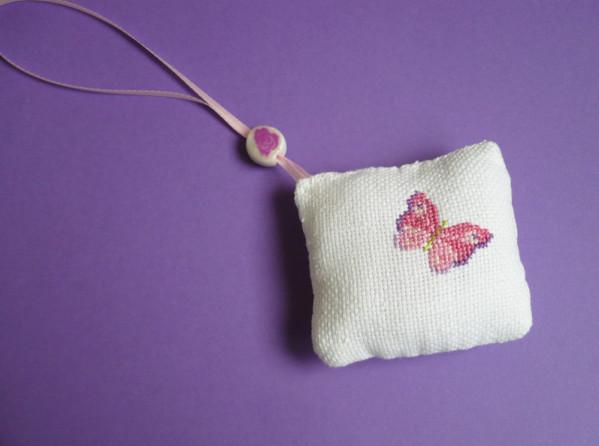 coussin-pour-ciseaux-papillon.jpg