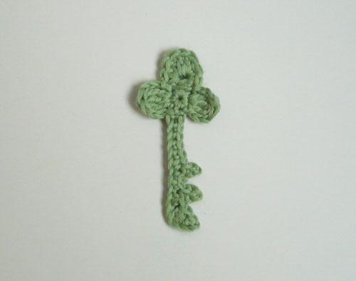 appliqué clé au crochet