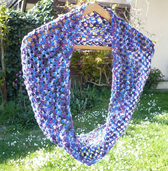 écharpe au crochet motif ajouré picot