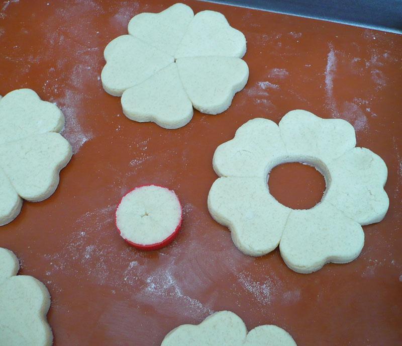 biscuits vitraux tuto pour les grosses fleurs avec recette sans gluten sans lait sans oeufs. Black Bedroom Furniture Sets. Home Design Ideas