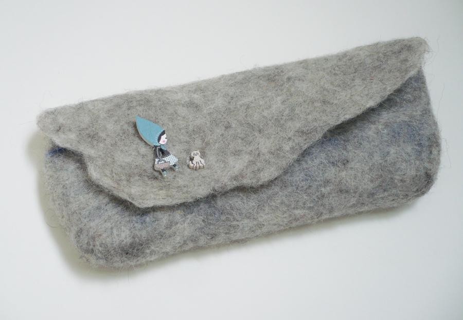 pochette grise laine feutrée